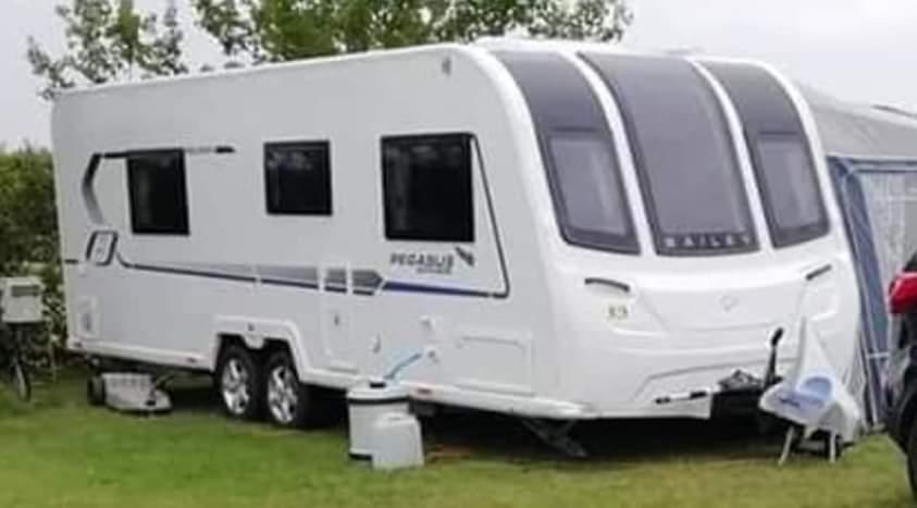"Swift Challenger 500 1996 14/"" Hurricane Silver Caravan Trailer Wheel Trims Pair"
