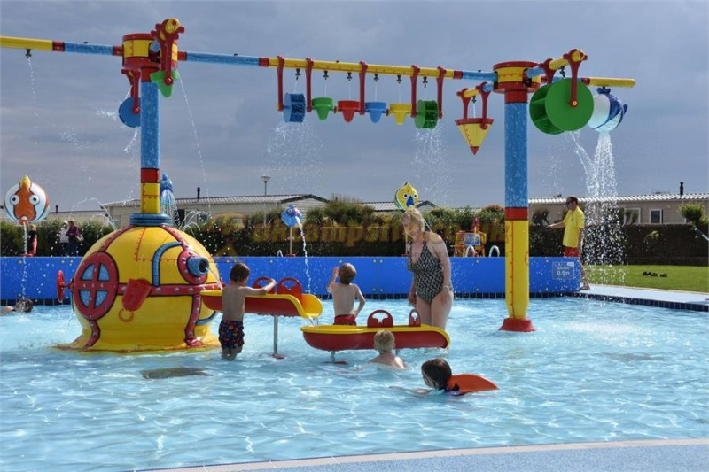 Freshwater beach holiday park bridport campsites dorset for Caravan sites in dorset with swimming pool