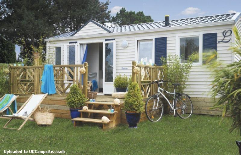 Camping de la piscine fouesnant campsites brittany for Camping de la piscine brittany
