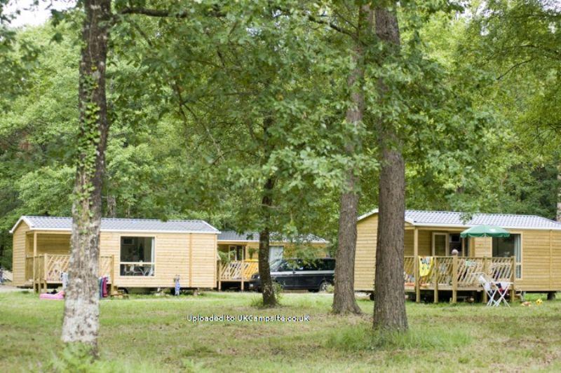 camping huttopia lac de sille sille le guillaume campsites pays de la loire. Black Bedroom Furniture Sets. Home Design Ideas