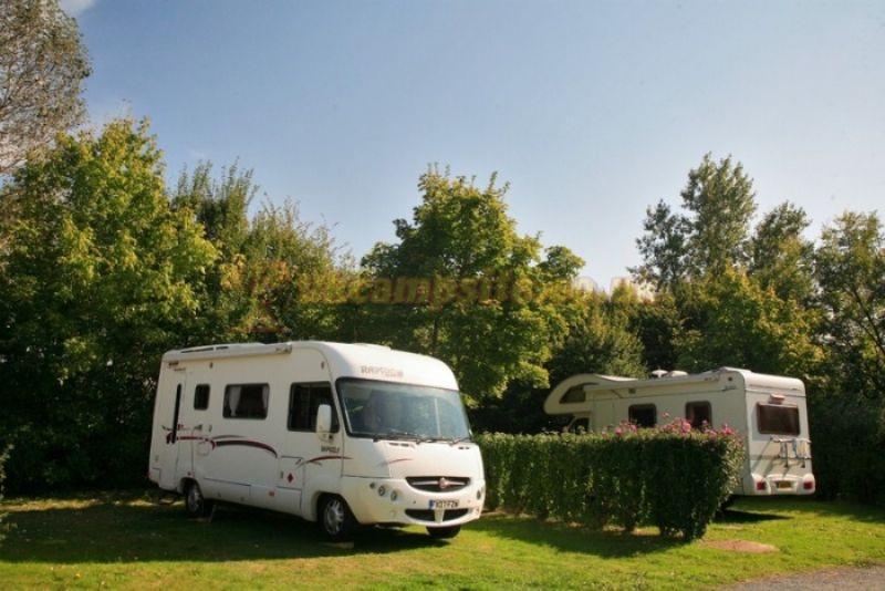 Camping Du Bois Vert , Parthenay Campsites, PoitouCharentes ~ Camping Bois Vert
