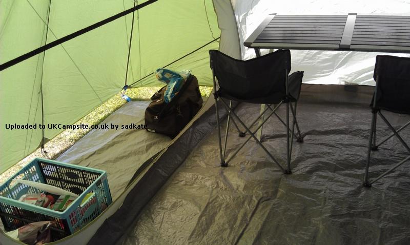 Quechua seconds family 4 1 tent reviews and details for Living room quechua