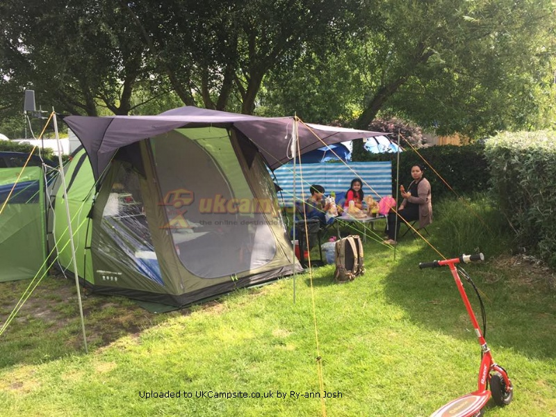If you have a photo of this Tent click here to upload it. 5 Reviews of the Urban Escape 4 Man & Halfords Urban Escape 4 Man Tent Reviews and Details