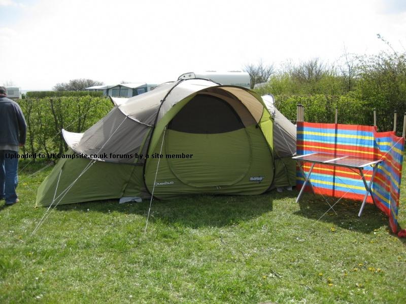 quechua base seconds 4 2 tent reviews and details. Black Bedroom Furniture Sets. Home Design Ideas