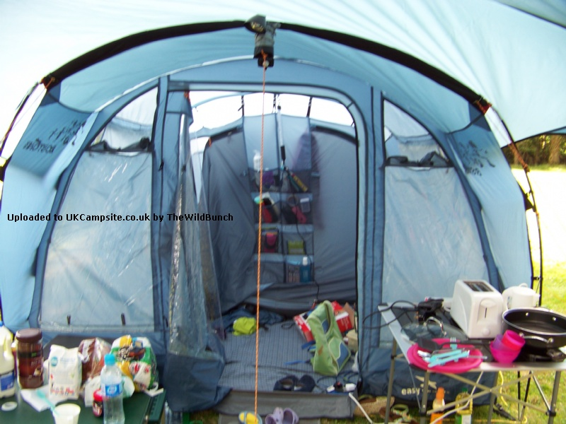 Easy Camp Boston 400 Tent Reviews And Details